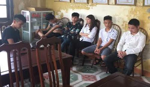 ca gia dinh cam dao, dui cui dien truy sat 13 nguoi hinh anh 2